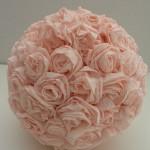 Como fazer Bolas de rosas de papel crepom