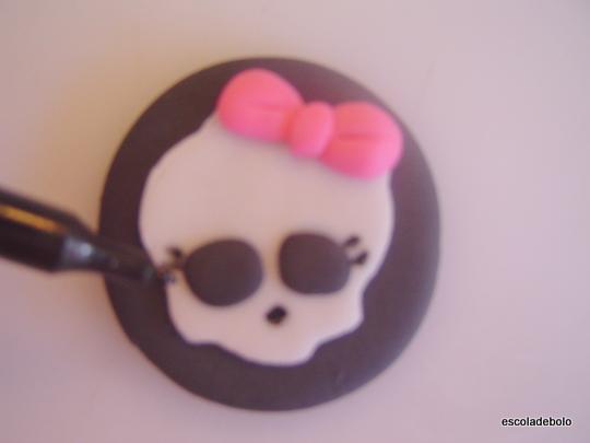 Como fazer Cupcakes da Monster High com pasta americana