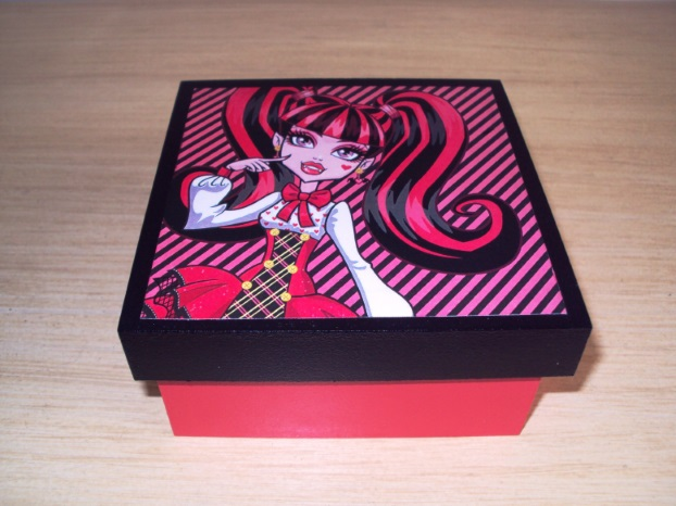 lembranca-draculaura-monster-high
