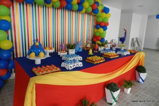 kit-festa-infantil-com-decoracao-completa-doces-bolo-baloes-centro-de-mesa-e-som-275-1345226339502e86638b3d5