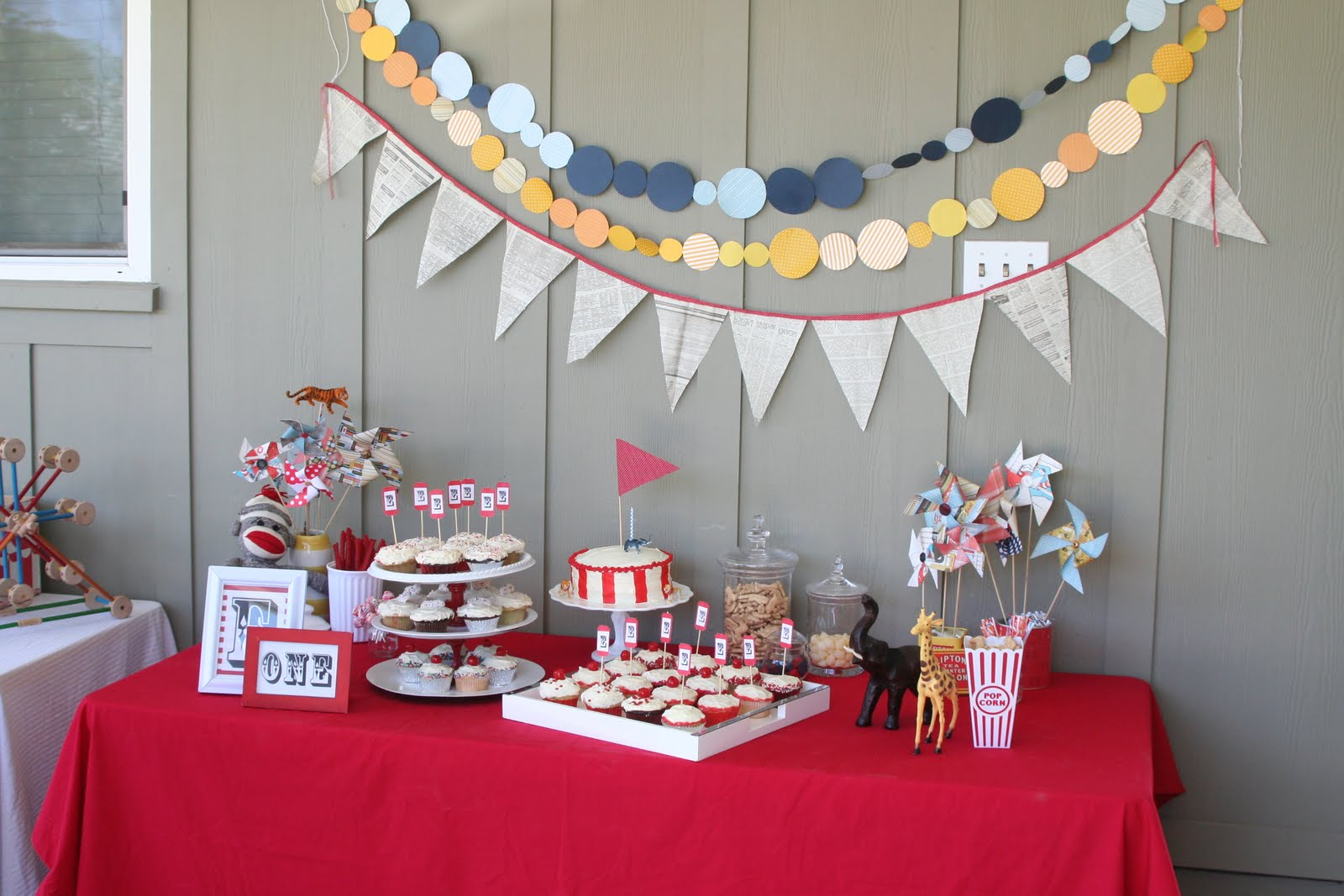 simple-terrace-decoration-for-birthday