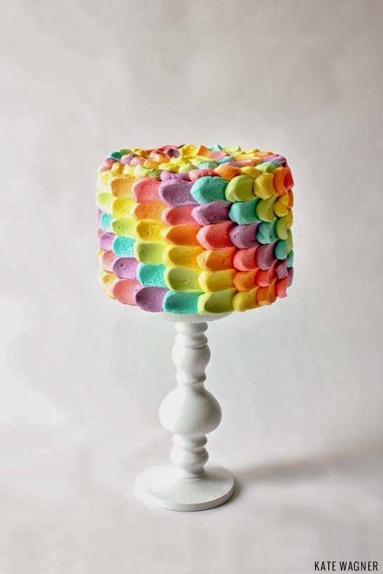 Como fazer Bolo com escamas coloridas para festa de aniversário