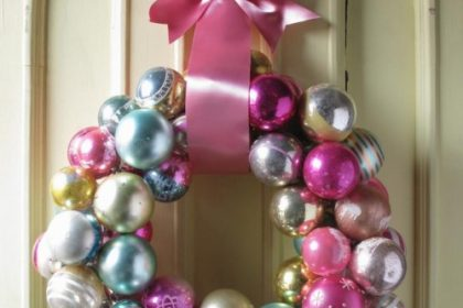 Como fazer uma guirlanda com bolas de Natal