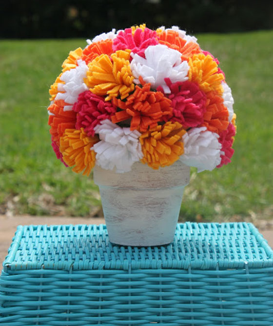 passo-a-passo-arranjo-flores-feltro-decoracao-casa-festa-aniversario-cha-de-bebe-casamento-batizado-3