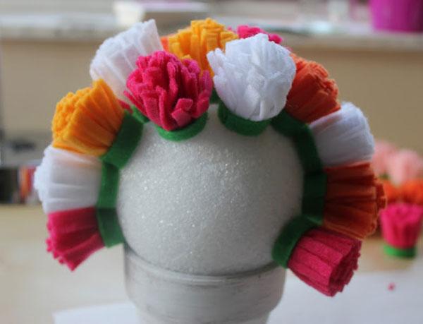 passo-a-passo-arranjo-flores-feltro-decoracao-casa-festa-aniversario-cha-de-bebe-casamento-batizado-5