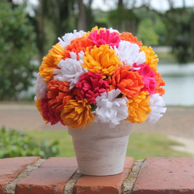 passo-a-passo-arranjo-flores-feltro-decoracao-casa-festa-aniversario-cha-de-bebe-casamento-batizado-6