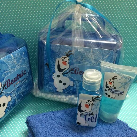 maleta-olaf-com-kit-banho-maleta-olaf-com-kit-higiene