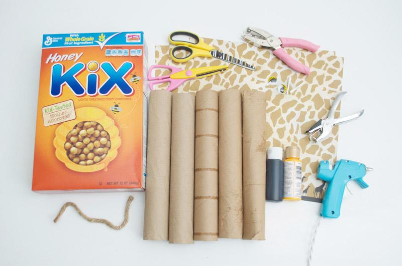 como-fazer-enfeite-mesa-aniversario-infantil-tema-zoologico-safari-girafinha-cupcake-2
