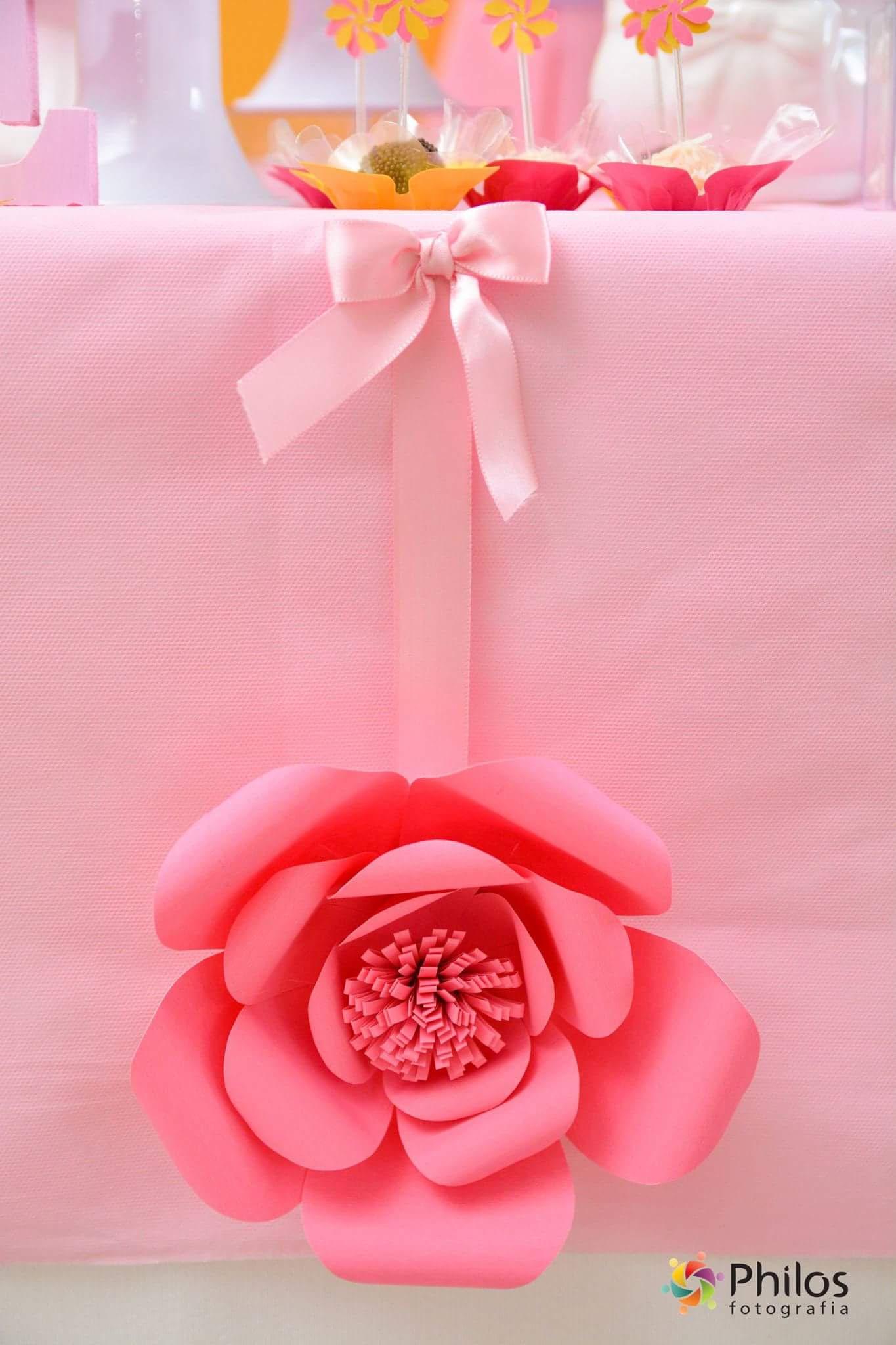 Como fazer flores gigantes de papel para compor sua decoraç u00e3o u2013 Inspire sua Festa -> Decoração De Flores De Papel Para Aniversario