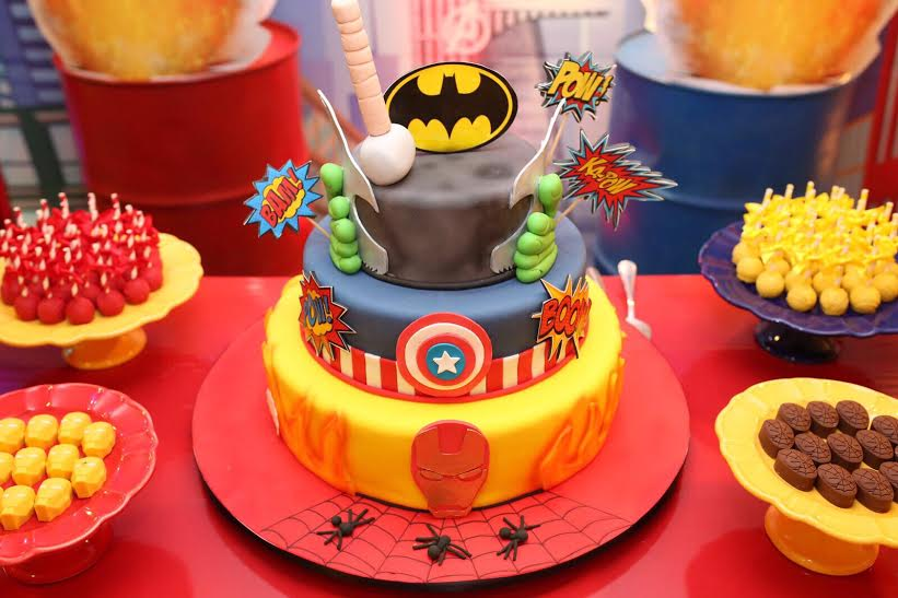 Personagens de histórias em quadrinhos são temas ideais para festa de aniversário dos meninos
