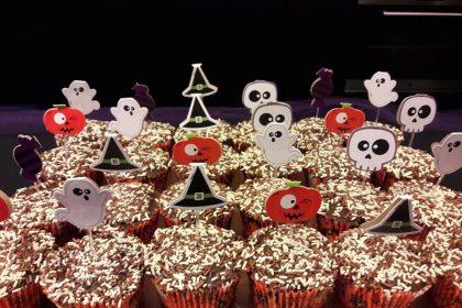 Cupcake de cenoura no tema Halloween