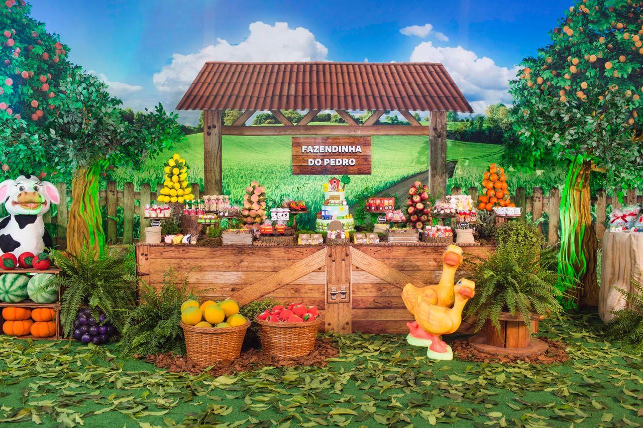 O sucesso dos painéis ilustrados na decoração de festa infantil
