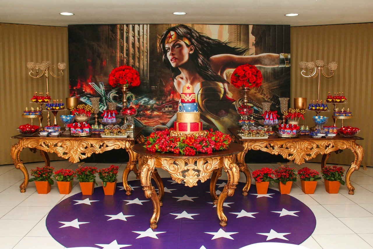 Decoração de festa Mulher Maravilha